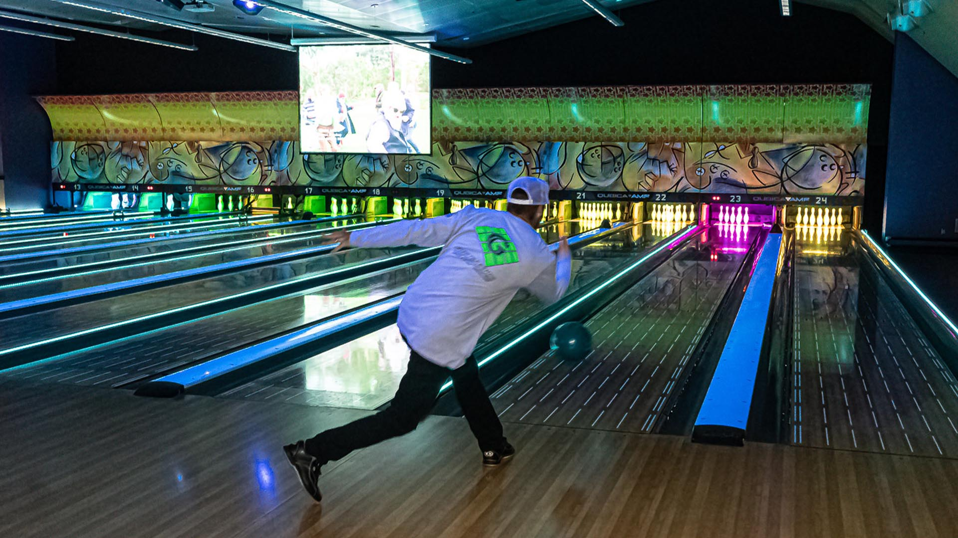 Book a Lane at Canyon Lanes at Morongo!
